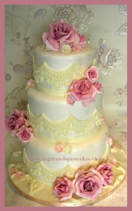 vintage-lace-wedding-cake